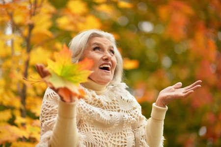 Photo pour Happy senior beautiful woman in autumn park - image libre de droit