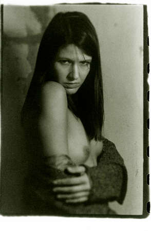 Foto de Beautiful topless girl looking at the camera lens. Attention! Image contains grit and other artifacts of analog photography! - Imagen libre de derechos