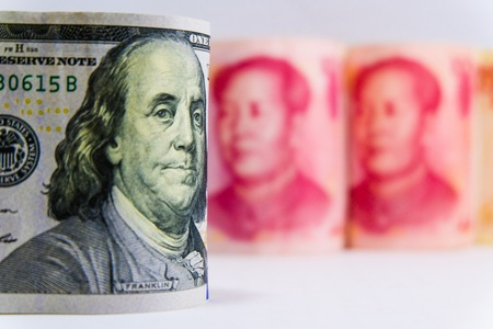 Photo pour War trade between Yuan from China and Dollar American which its are the two biggest economic in the world. Both countries increase tax for tariff and barrier for commerce. - image libre de droit