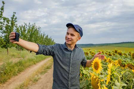 Photo pour young farmer recording content for the lifestyle blog vlog, modern farmer using social media for marketing - image libre de droit