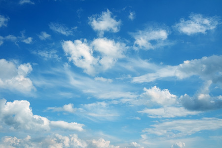 Foto de Beautiful cloudscape over horizon. Blue sky and clouds. - Imagen libre de derechos