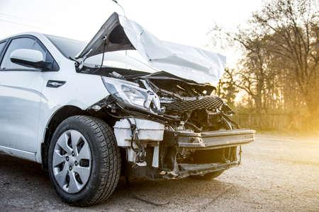 Photo pour Front Broken white crash car after an accident. - image libre de droit