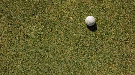 Photo pour Close-up of a golf hole - image libre de droit