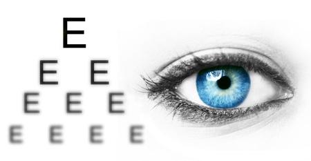 Photo pour Eye test chart and blue human eye - image libre de droit
