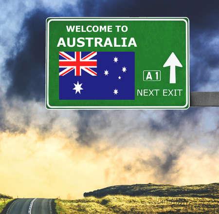 Photo pour Australia road sign against clear blue sky - image libre de droit