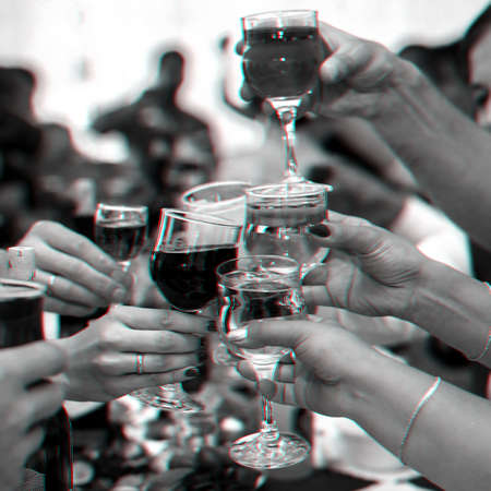 Photo pour hands of a group of friends clinking glasses of wine and toasting - image libre de droit