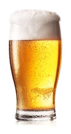 Foto de Glass of light beer with foam and drops on the glass - Imagen libre de derechos