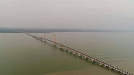 Photo pour aerial view suspension cable bridge Suramadu over madura strait connecting islands Java and Madura. surabaya high coast bridge with highway. java, indonesia - image libre de droit