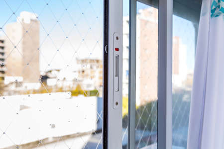 Photo pour Window aluminum sliding frame and safety net. Child protection net. Anti-mosquito steel weave. Close up view. Apartment. Home. - image libre de droit
