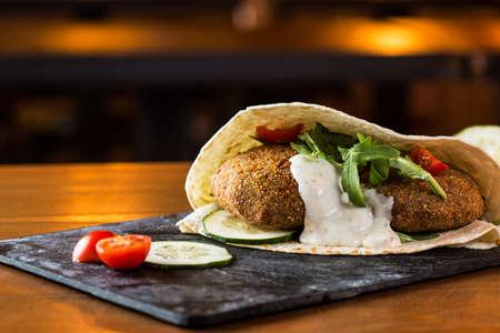 Photo pour Delicious falafel snack ready to eat. - image libre de droit