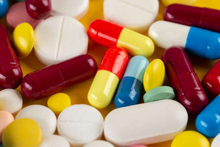 Photo pour Many different pills on a yellow background. Medical concept. Concept of threat of various diseases. Top view. - image libre de droit