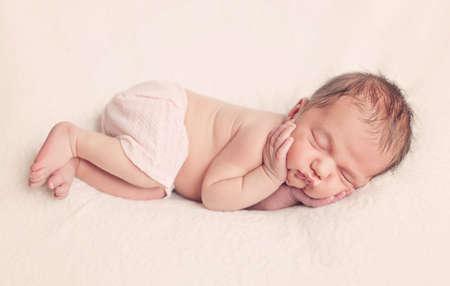 Photo pour Sleeping newborn baby girl - image libre de droit