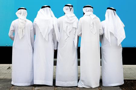 Photo pour arab group of unknown persons - image libre de droit
