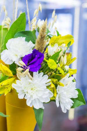 Photo pour background blur bright colorful bouquet of flowers in bags at the florist shop - image libre de droit