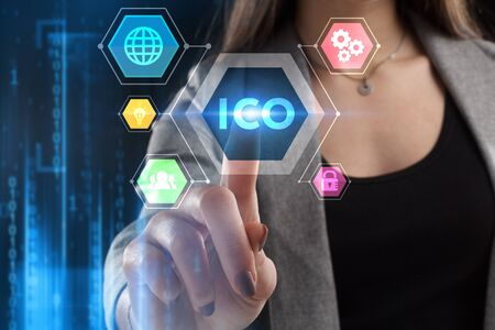Foto de The concept of business, technology, the Internet and the network. A young entrepreneur working on a virtual screen of the future and sees the inscription: ICO - Imagen libre de derechos