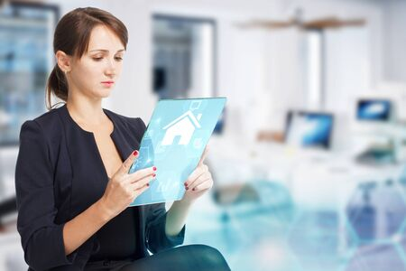 Foto de Business, Technology, Internet and network concept. Young businesswoman working on a virtual screen of the future - Imagen libre de derechos