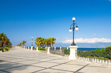 Foto de Reggio di Calabria quay waterfront promenade Lungomare Falcomata with view of Strait of Messina connected Mediterranean and Tyrrhenian sea and Sicilia island background, Southern Italy - Imagen libre de derechos