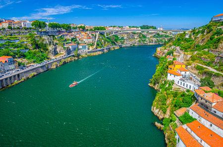 Photo pour Aerial panoramic view of Porto Oporto city with Infante Dom Henrique Bridge ponte across Douro River with steep slopes between Ribeira district and Vila Nova de Gaia city, Norte or Northern Portugal - image libre de droit