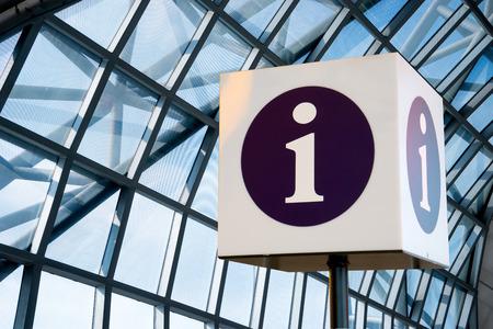 Foto de Help desk, Information sign at airport for tourist - Imagen libre de derechos