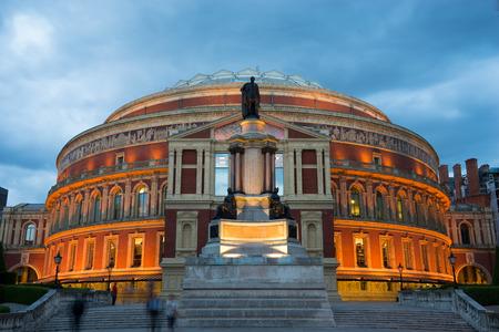 Photo pour Royal Albert Hall Opera house, London, UK - image libre de droit