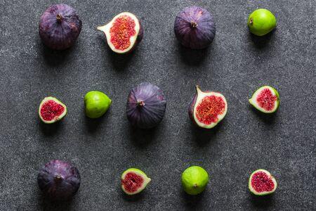 Photo pour Assorted fresh fig fruit. Green and blue figs, top view - image libre de droit