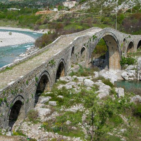 Foto per Old stone bridge over the river. Albania, Mes, Scutari - Immagine Royalty Free