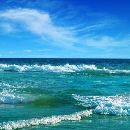 Photo pour Beautiful seascape and blue sky. Sand beach. Picturesque and gorgeous scene. - image libre de droit