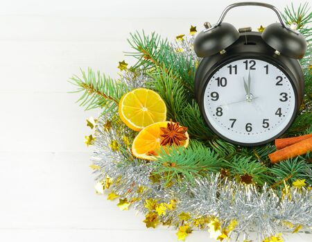 Photo pour Christmas ornament. Watches, spruce branches, spices, slices of oranges on a white wooden background. Free space for text. - image libre de droit