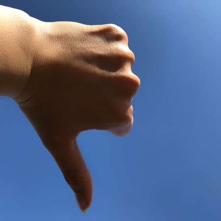 Photo pour finger down on a blue background, dizlike - image libre de droit
