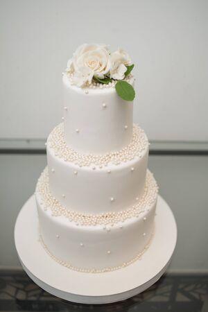 Photo pour Wedding tasty decorations. Candy bar. Sweet table - image libre de droit