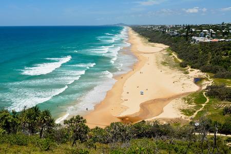 Photo pour View over Sunshine Beach south of Noosa, QLD, with people. - image libre de droit