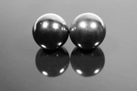 Photo pour two steel balls - image libre de droit