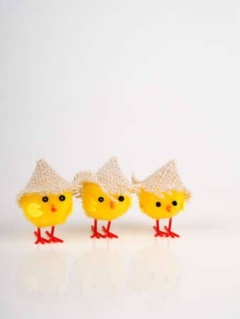 Photo pour little baby toy chicken on a white background, a lot of chickens, the concept for Easter. - image libre de droit