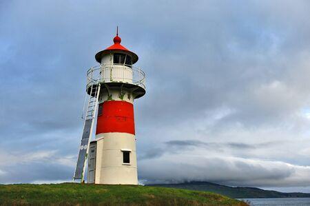 Photo pour Lighthouse on the shore of the Atlantic Ocean. - image libre de droit