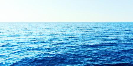 Photo pour Blue sea and clear sky. Caribbean sea. - image libre de droit