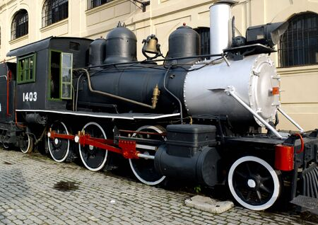 Photo pour Retro steam engine parked in Havana, Cuba. - image libre de droit