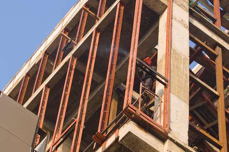 Photo pour Welder work at a height in the building under construction. - image libre de droit