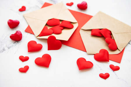 Photo pour Valentines day romantic background - envelopes with decorative hearts on a marble background - image libre de droit