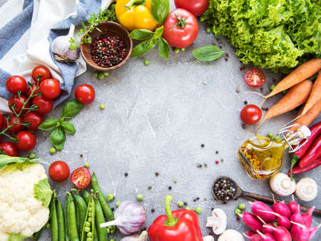 Foto de Fresh summer vegetables on a concrete background - Imagen libre de derechos