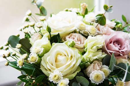 Photo pour Wedding flowers, bridal bouquet closeup. Decoration made of roses and decorative plants. - image libre de droit
