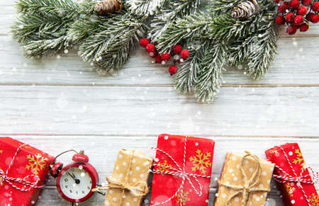 Photo pour Flat lay composition with alarm clock, pine branches  and Christmas decorations on white wooden background. - image libre de droit