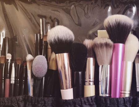 Photo pour Makeup brushes, different in size and shape. Case makeup artist. Mobile photo - image libre de droit