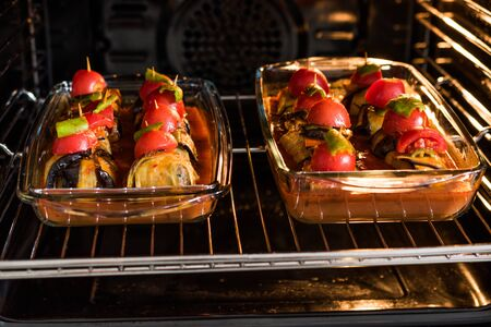 Photo pour Turkish Islim Kofta Kebab with Meatballs and Cherry Tomatoes Wrapped in Eggplant / Aubergine Slices on Oven Tray. Traditional Food. - image libre de droit
