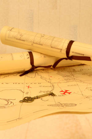 Photo pour An old fashioned map and key outlining a path to reveal buried treasure at the x marking the spot. - image libre de droit