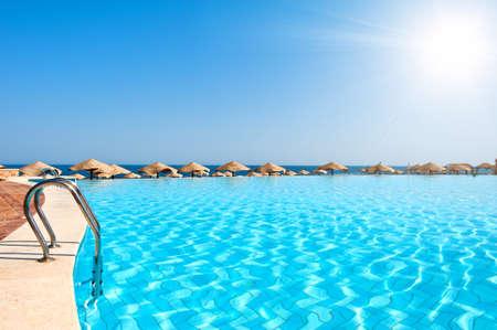 Foto de Luxury swimming pool with sunny sky - Imagen libre de derechos