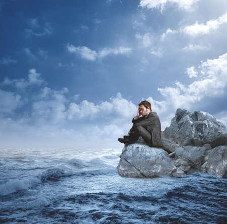 Foto de Businessman in crisis on the rocks - Imagen libre de derechos