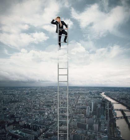 Photo pour Businessman looking fo job on a stairs - image libre de droit
