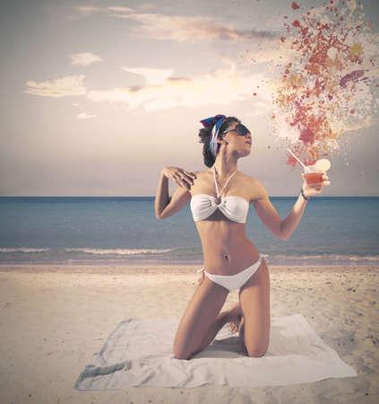 Photo pour Concept of vintage girl at the beach - image libre de droit