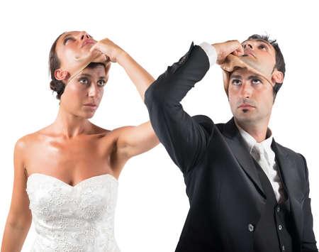 Photo pour False marriage between two people not sincere - image libre de droit