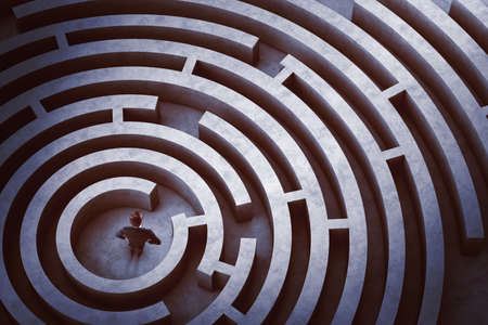 Foto de Businessman at the center of a maze - Imagen libre de derechos